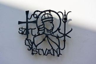 Szent István kovácsoltvas felirat