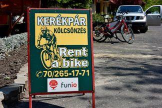funiQ-os kerékpárkölcsönző tábla
