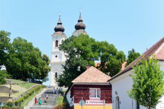 apátság és Paprikaház a Mádl Ferenc tér felől