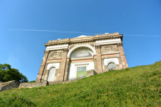 a Bazilika nyugati frontja a Várhegy oldalából