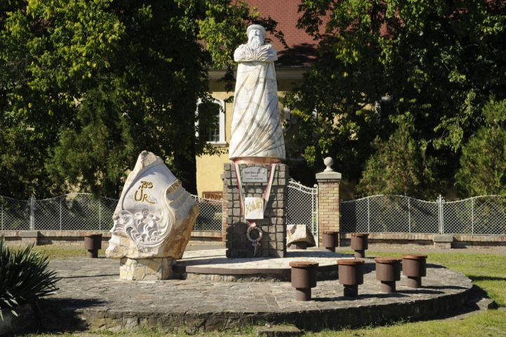 Jubileumi emlékmű és Kálvin szobor, Tréfás Miklós alkotásai