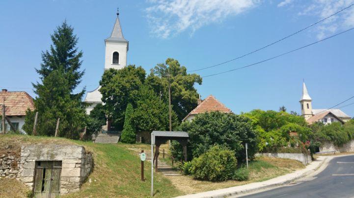 a református és katolikus templom
