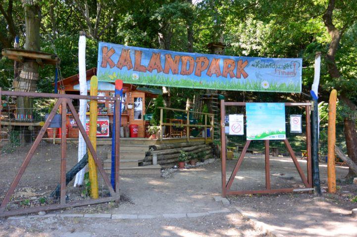a Kalandsziget Tihany bejárata