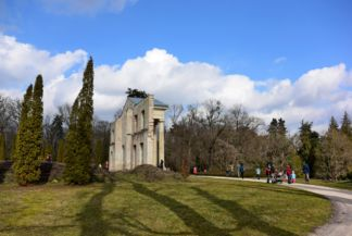 Habsburg-kastély megmaradt főhomlokzata hátulról