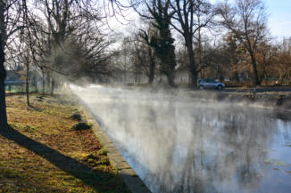 A Hévízi tó meleg vizét eresztik le télen a Hévízi-lefolyóba