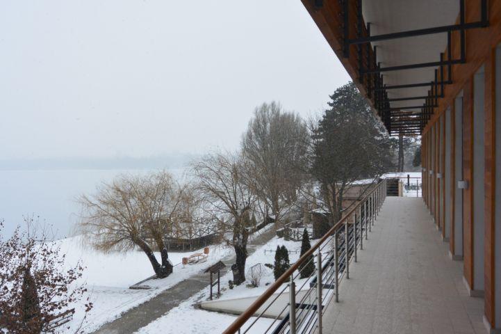 Új Kajakház Ökoturisztikai Központ - téli kitekintés a tóra