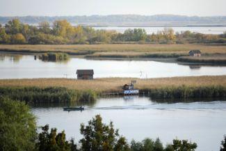 rálátás vízi sétányra a Tisza-tavi Ökocentrum Körpanorámás kilátótornyából