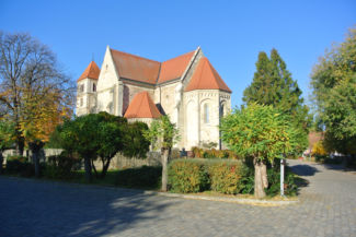 az egykori premontrei kolostor, amely ma református templomként működik