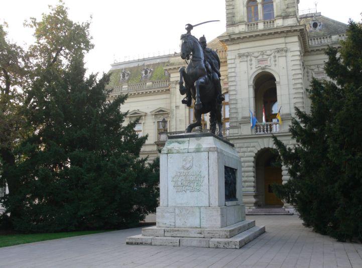 I. világháborús emlékmű a Városháza előtt