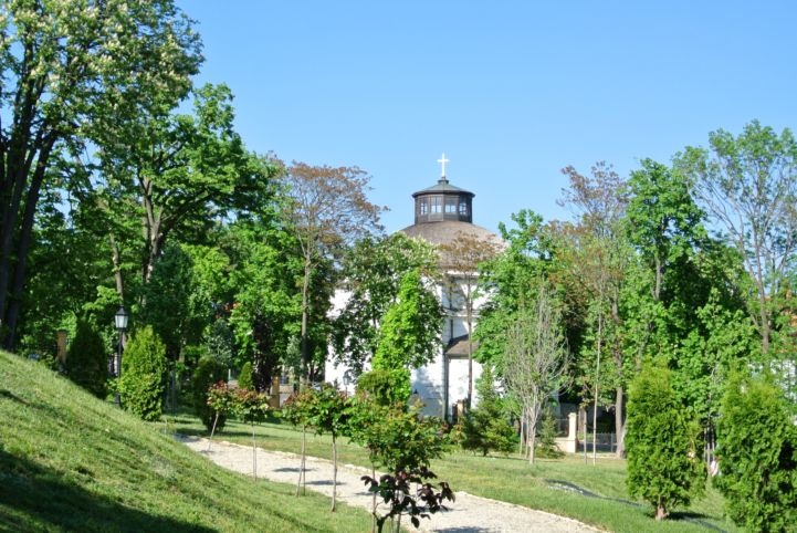 Round Church seen from the garden of the Vaszary Villa