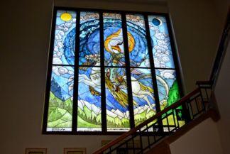 festett üvegablak a Székely nemzeti múzeum lépcsőfordulójában