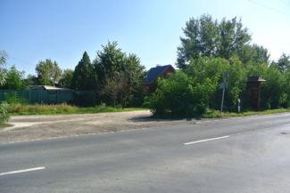 """itt letérhetünk jobbra a Csepeli útról, a következő kereszteződésben elérjük a """"XIV. part"""" elnevezésű földutat"""