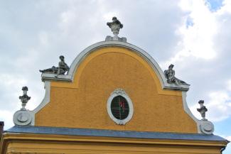 a Nagytétényi kastély homlokzatának egy része