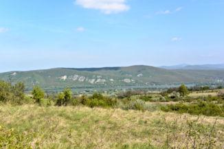 kilátás a Dunára és a szlovákiai Helembai-hegységre a Vaskapura vezető turistaútról