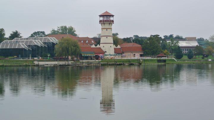 Panoráma kilátó és a Gyopáros-tó