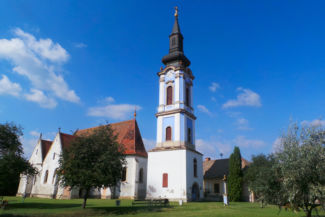 a Nagyboldogasszony-templom kék harangtornya
