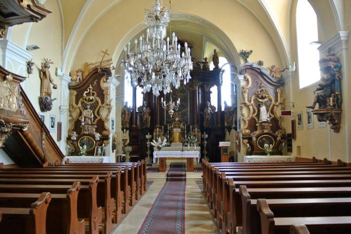 a Mindenszentek templom belseje
