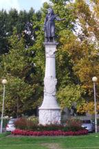 Árpád fejedelem-szobra a Savoyai-kastélynál