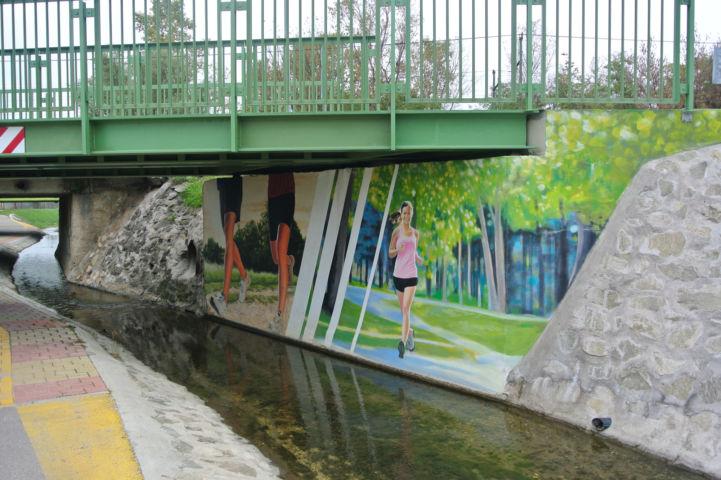 az egyik aluljáró festett fala a Rákos-patak menti kerékpárúton