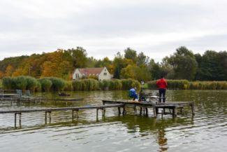 horgászok a Jenői-tónál