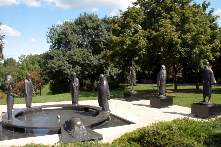 a Filozófusok kertjében látható nyolc szobor