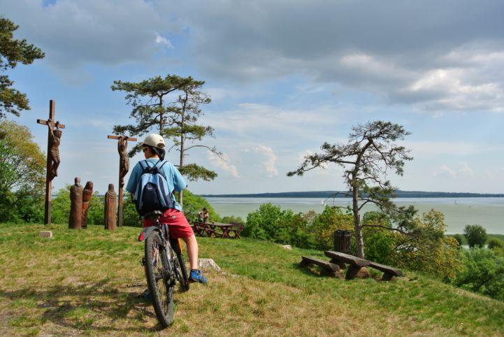 biciklivel a Szent Mihály-dombon