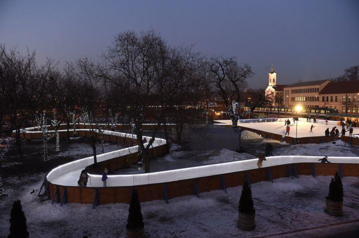 Jégfolyosó és jégpálya a csepeli Szent Imre téren