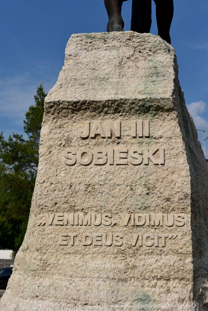 III. János lengyel király szobrának felirata