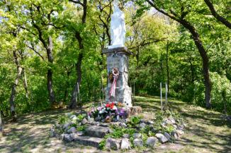Mária-szobor a Vaskapun