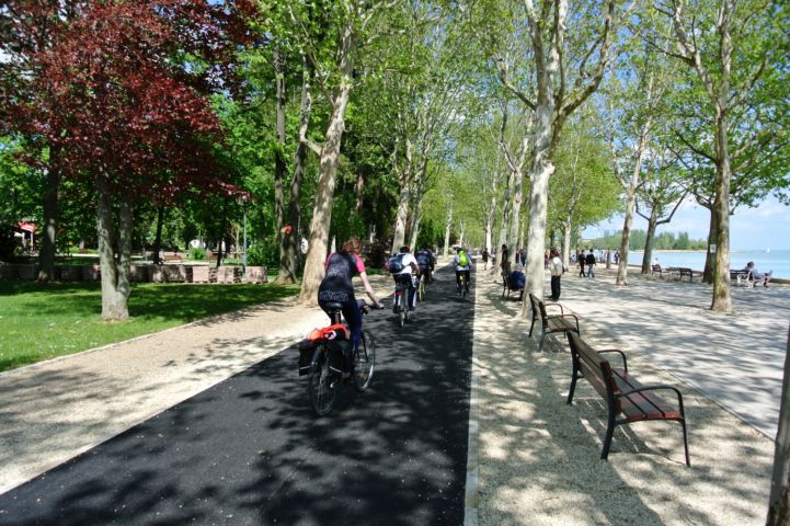 cycleway on the Tagore Promenade