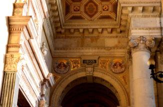 a felszentelés évszáma a Bazilika falán