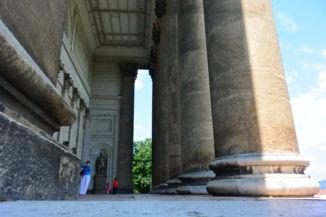 a Bazilika timpanonját tartó oszlopok