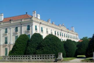 a kastély keleti szárnya