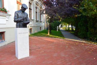 Pállya Celesztin szobra
