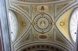 a Bazilika díszes belső fala