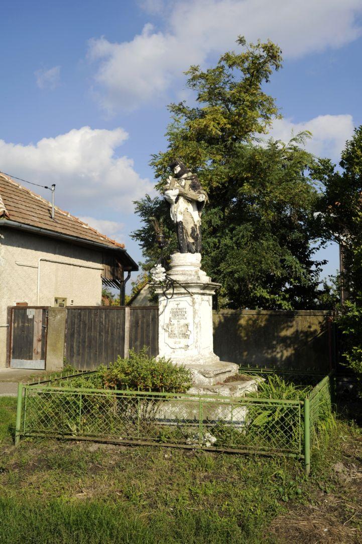 1790-ben állított Nepomuki Szent János-szobor