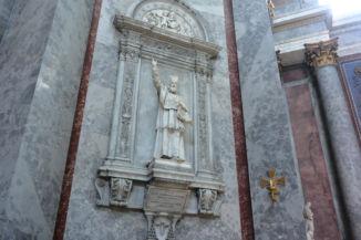 a carrarai fehér márványból készült Pázmány Péter-szobor a Bazilikában (Pietro della Vedova, 1884)