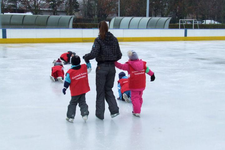 a Gyermek korisuli résztvevői a jégen