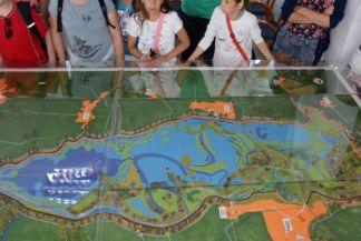 kiskörei vízlépcső, a Tisza-tó makettje