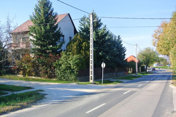 a Vörösmarty Mihály utcáról balra lefordulunk a Hunyadi János utcába
