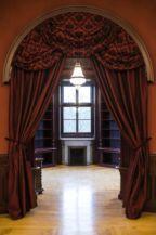 A felújított Andrássy-kastély egyik szobája Tiszadobon (MTI Fotó: Balázs Attila)