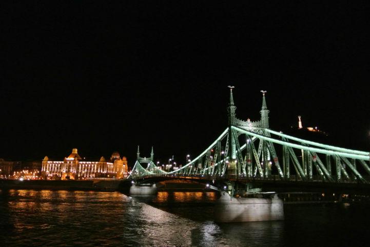Szabadság híd, háttérben a Gellért szálló és a Szabadság-szobor