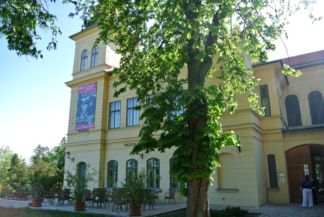 Vaszary Villa with the café