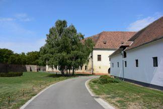 vár, belső épületek