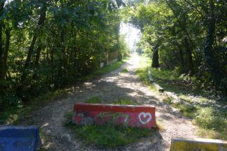 az Őrmezei út elején lébő betonelemek