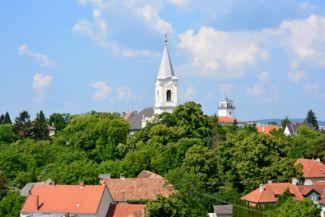 panorámakép a református templom tornyával