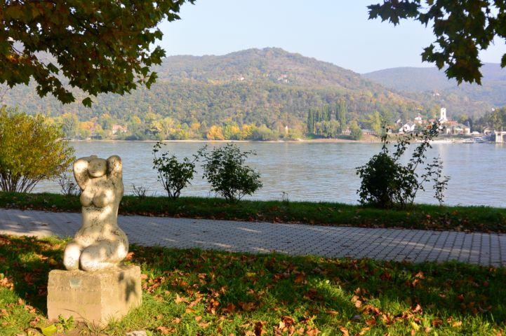 a Nyár című szobor a Béla király sétányon