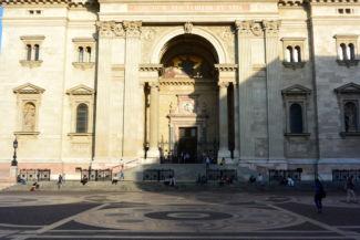 a Bazilika bejárata
