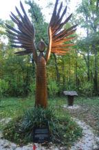 Emlékező angyal-szobor