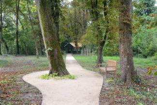 sétány a Karapancsai Kastély parkjában